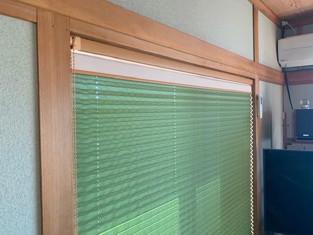 和室の窓にプリーツスクリーン