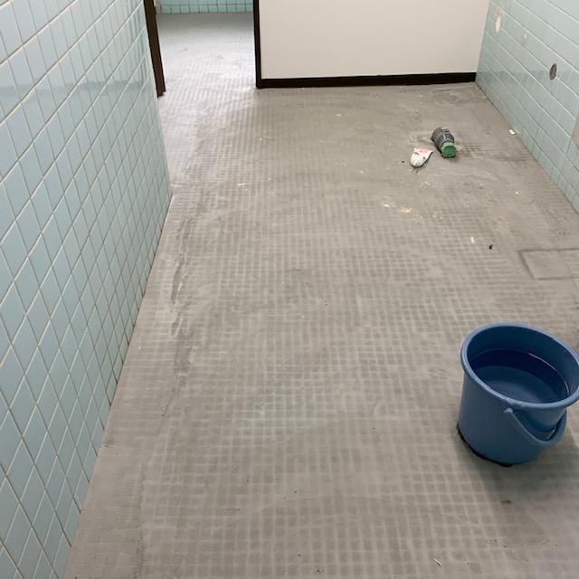 施工前トイレの床