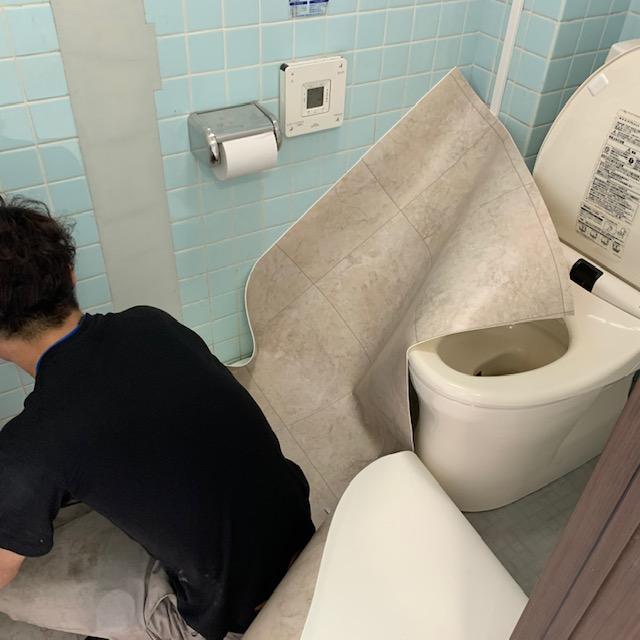 クッションフロアをトイレに敷きこむ