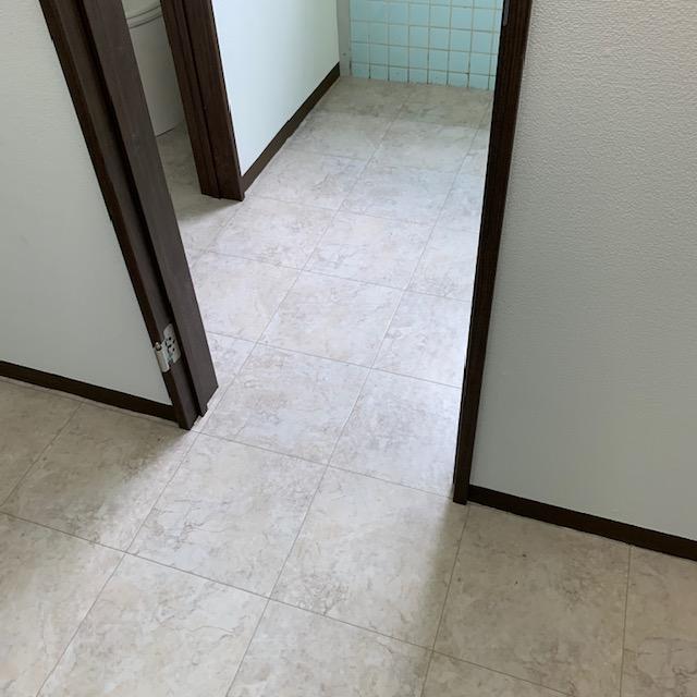 航空大学トイレの床完成