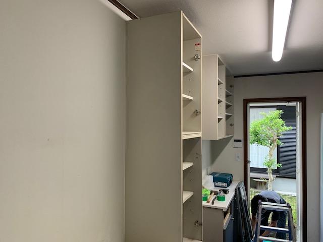解体前のキッチン棚